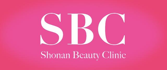湘南美容外科のロゴが光っている画像