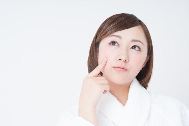 女性が鼻の下のうぶ毛を処理する方法