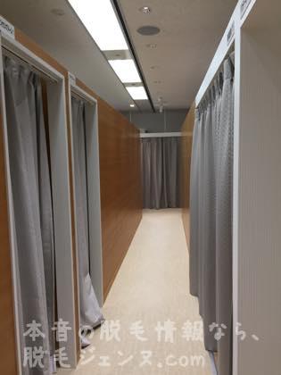 カウンセリングルームへの廊下
